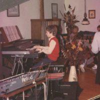 1983 Niño mit 11 Jahren als Musikschüler beim Solostück - beim Vorspielabend der Musikschule seines damaligen Musiklehrers
