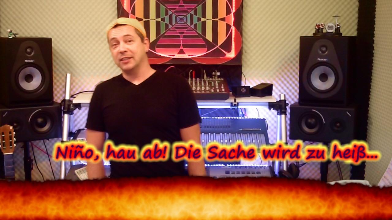 Flammeneffekt-Szenenbild im Klavier- & Keyboardschule-Video