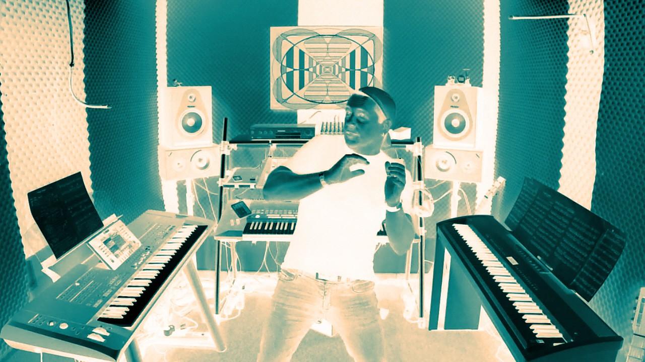 Niño im Musikstudio, Effektbild im Negativmodus