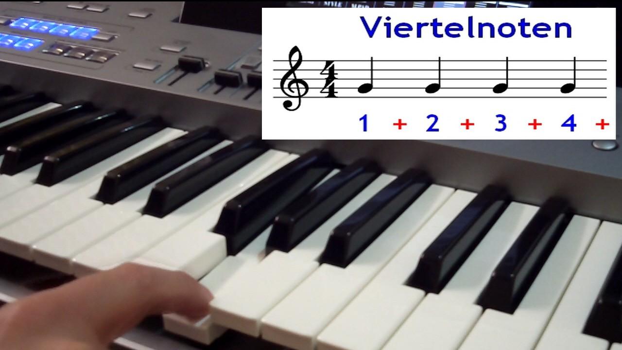 Finger spielt am Keyboard Viertelnoten
