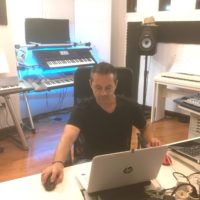 2020: Niño im neuen Musikstudio auf Teneriffa
